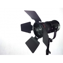 fresnel LED lámpa - 5600K - 30W - 10.800lx