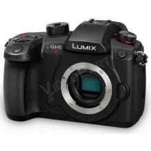 LUMIX DC-GH5M2 váz - hibrid, tükör nélküli gép élő videoközvetítésre való képességgel és C4K 60p/50p 10 bites videórögzítéssel.