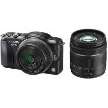 Cserélhető optikás (m4/3) fényképezőgép (fekete) 2 tartozék optikával